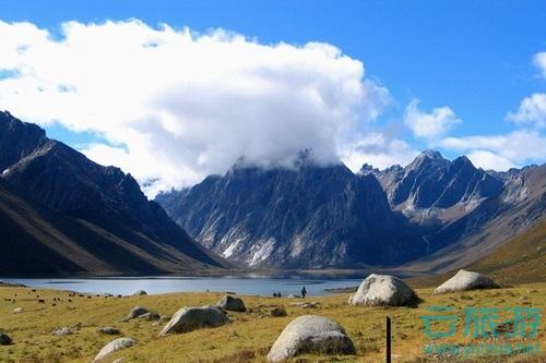 海西蒙古族藏族自治州地处青藏高原北部,青海省西部,因在青海湖以西