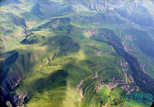 冶力关风景区位于临潭县东北部,北距甘肃省省会兰州市160公里,西南距