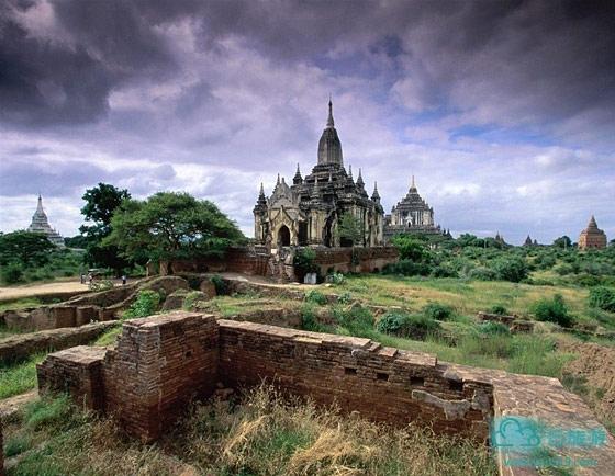 蒲甘王朝的建塔规模之宏伟,堪称缅甸建塔历史上的顶峰,建塔艺术几乎集