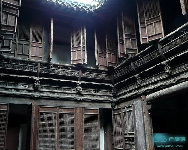 方文泰宅 方文泰宅为明代中后期砖木结构民居,原坐落在潜口乡绅沙村.