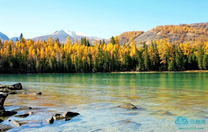 喀纳斯景区,喀纳斯旅游,新疆旅游,人间净土。壮观的冰川映衬着宁静的湖水,茫茫的草原包容着幽深的原始森林。神秘的湖怪、古朴的图瓦人、变换的湖水、眩人的风景都让人痴迷。